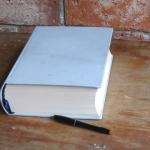 Hotová kronika, formát A4, 300 listů, celokožená vazba, světle modrá kůže, výška 8,5 cm
