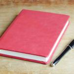 Blok A5, růžová kůže, papír 100% len s příměsí okvětních lístků